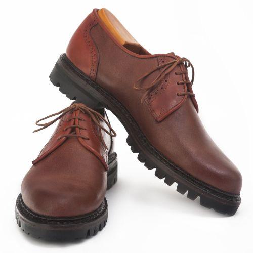 Limpiar zapatos de cuero con naranja